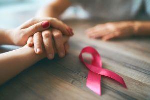 FOTOS: Famoso cantante y su familia se rapan en apoyo a su mamá que tiene cáncer