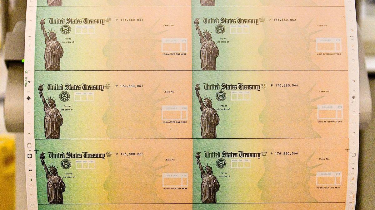 A poco para que se cumpla plazo para reclamar cheque de estímulo, estos son los 9 grupos que nunca lo recibirán