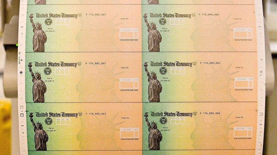 ¿Quiénes son las 50,000 personas que recibirán en septiembre cheques de estímulo retenidos por el IRS?