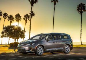 """Retiran del mercado en Estados Unidos partida de Chrysler Pacifica Híbrida por riesgo de incendio """""""