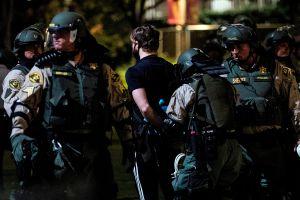 ACLU demanda a la ciudad Los Ángeles por imponer toques de queda