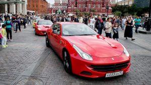 La lujosa colección de autos deportivos de Maluma, entre ellos un Ferrari de más de $330,000 dólares