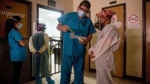 Coronavirus empeora: El número de casos diarios alcanza un nuevo récord global
