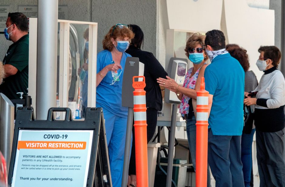 Si caminas por Miami, Florida, sin mascarilla podrían imponerte multa de hasta $500 dólares