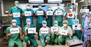 Enfermeros solicitan voluntarios que crean que el COVID-19 no es real para mover enfermos y cadáveres