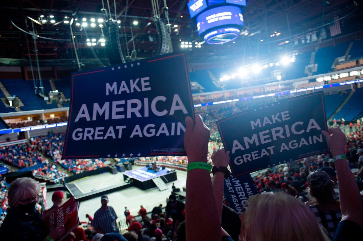 Bomberos de Tulsa revelan asistencia real del mitin de Trump. Campaña mintió