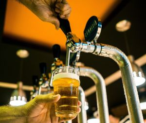 La cerveza puede reducir el riesgo de demencia y mejorar la concentración