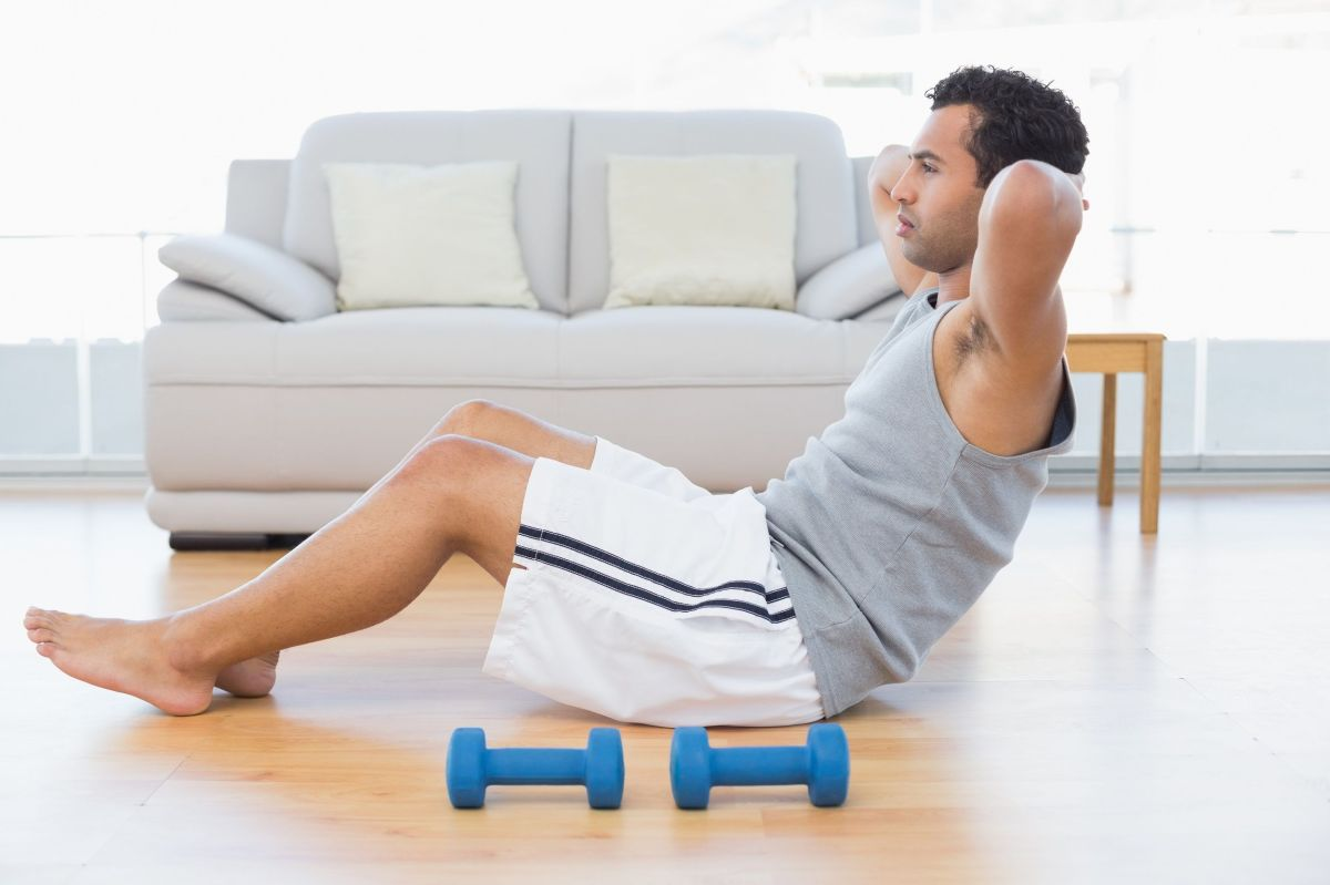 Cómo evitar las lesiones más comunes al hacer ejercicio desde casa
