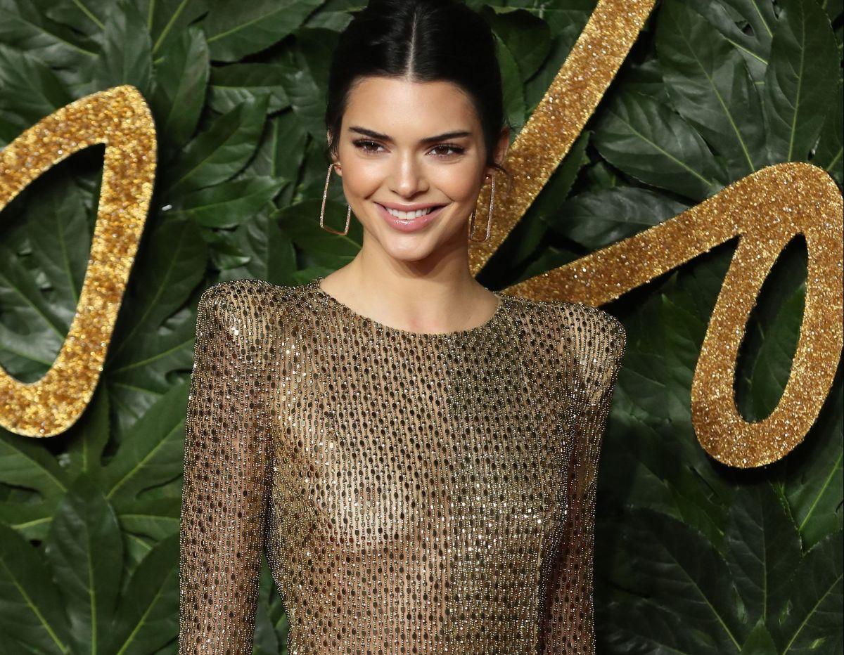 Acusan a Kendall Jenner de apropiación cultural tras lanzamiento de su tequila