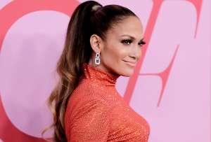 Jennifer López se desnudó por completo para promocionar nuevo material musical