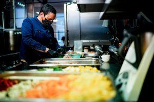 Restaurantes de Florida cierran de nuevo porque clientes y trabajadores dan positivo de coronavirus