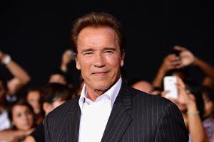 Arnold Schwarzenegger sorprende con sus impresionantes bíceps a los 73 años