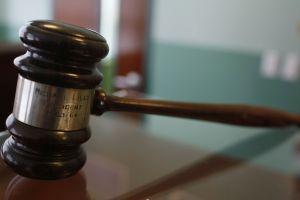 Un juez que ayudaba a un narco hispano, amigo de su infancia, fue condenado a prisión