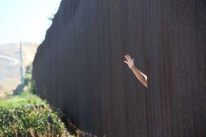 Ciudad californiana paga $35,000 dólares a inmigrante deportado gracias a ayuda de policía local