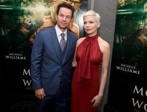 Mark Wahlberg posa sin camisa para enseñar a sus fans que es alérgico a casi todo