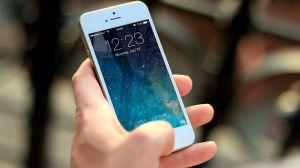Apple premia con $100,000 a hacker por encontrar falla de seguridad en sus equipos