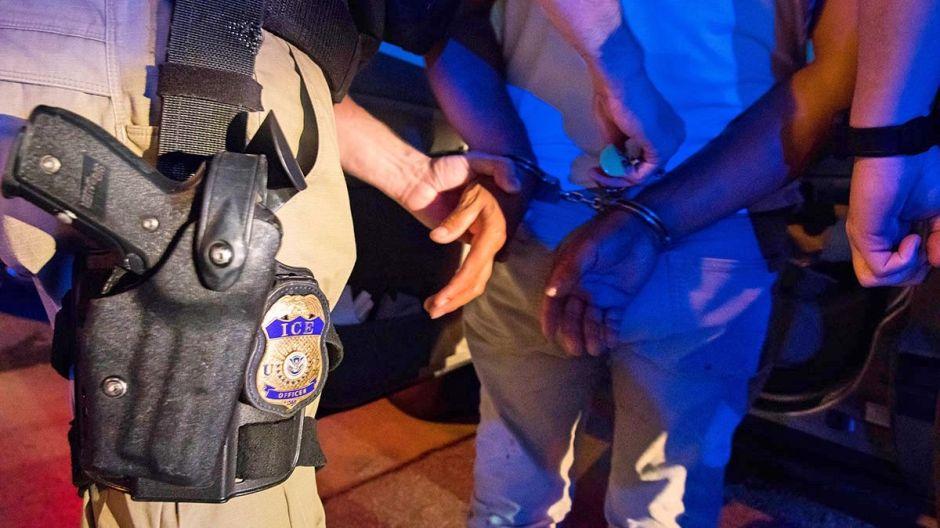"""ICE desata alerta por """"vigilantes ciudadanos"""" entrenados sobre arrestos de inmigrantes"""