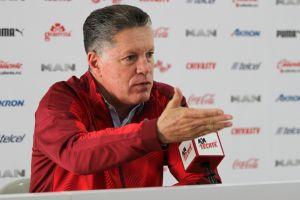 Ricardo Peláez se burla de los rumores y anuncia a los jugadores que se quedarán en Chivas