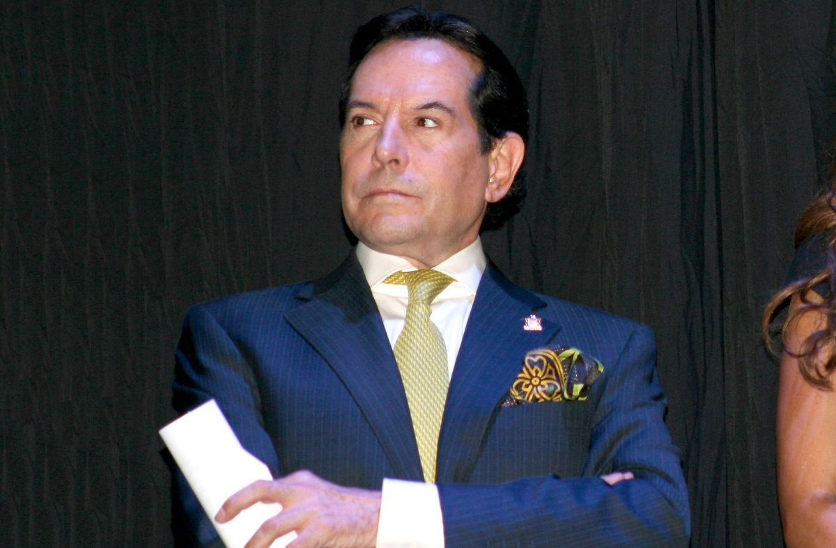 Alcalde de Miami buscará sanciones para Juan José Origel tras vacunarse en EE. UU.