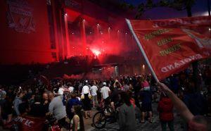 La pasión no sabe de confinamiento: los fanáticos del Liverpool tomaron las calles para celebrar el título