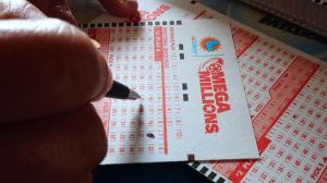 Ganó la lotería jugando los mismos números desde hace 40 años
