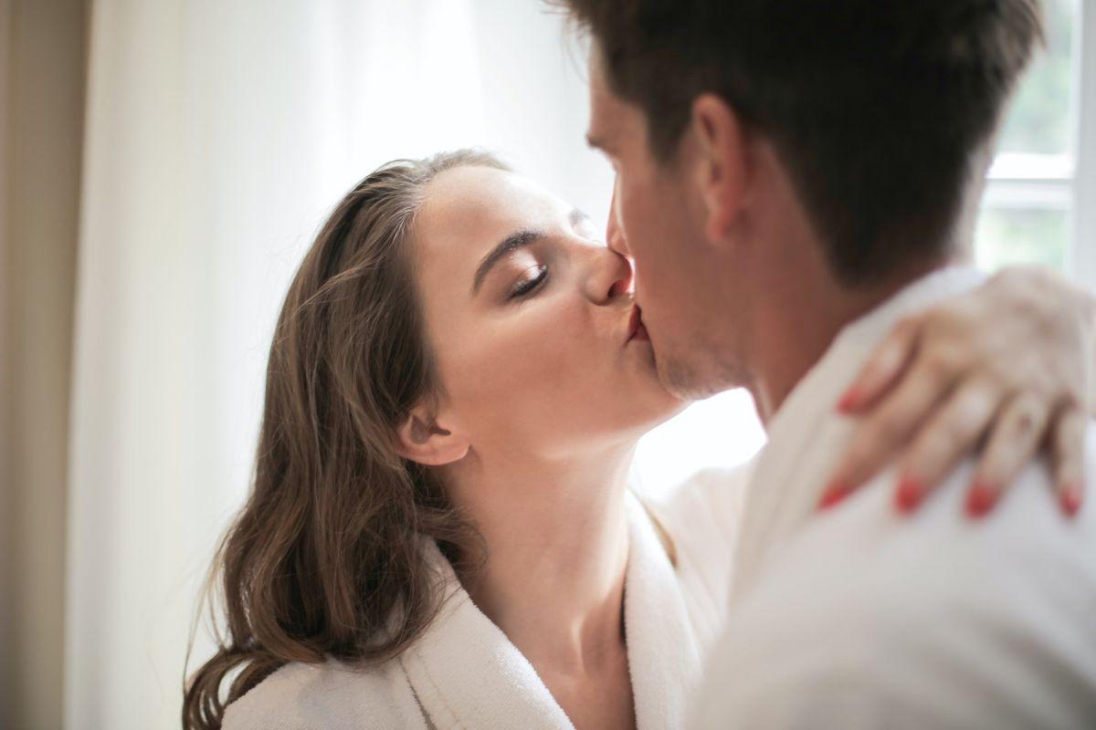 Demanda a la chica con la cual tuvo una cita tras conocerla por Internet al contagiarlo de herpes