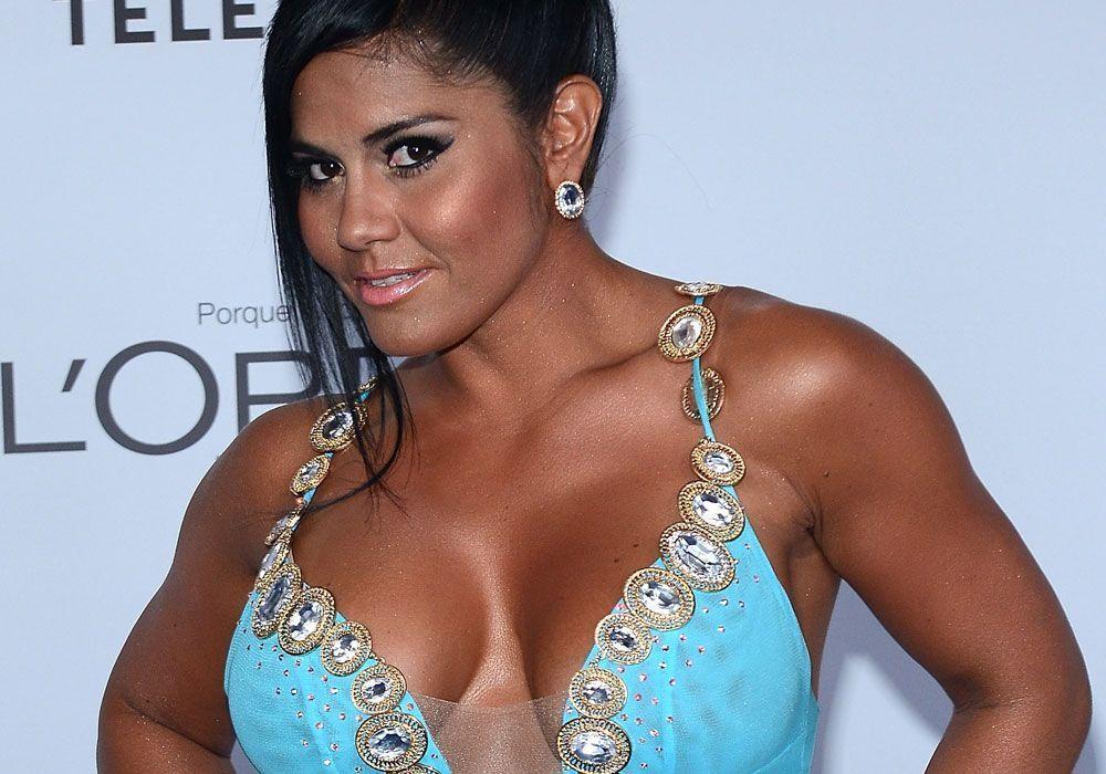 En su cama y sin nada de ropa, Maripily Rivera se tapó sólo con su almohada