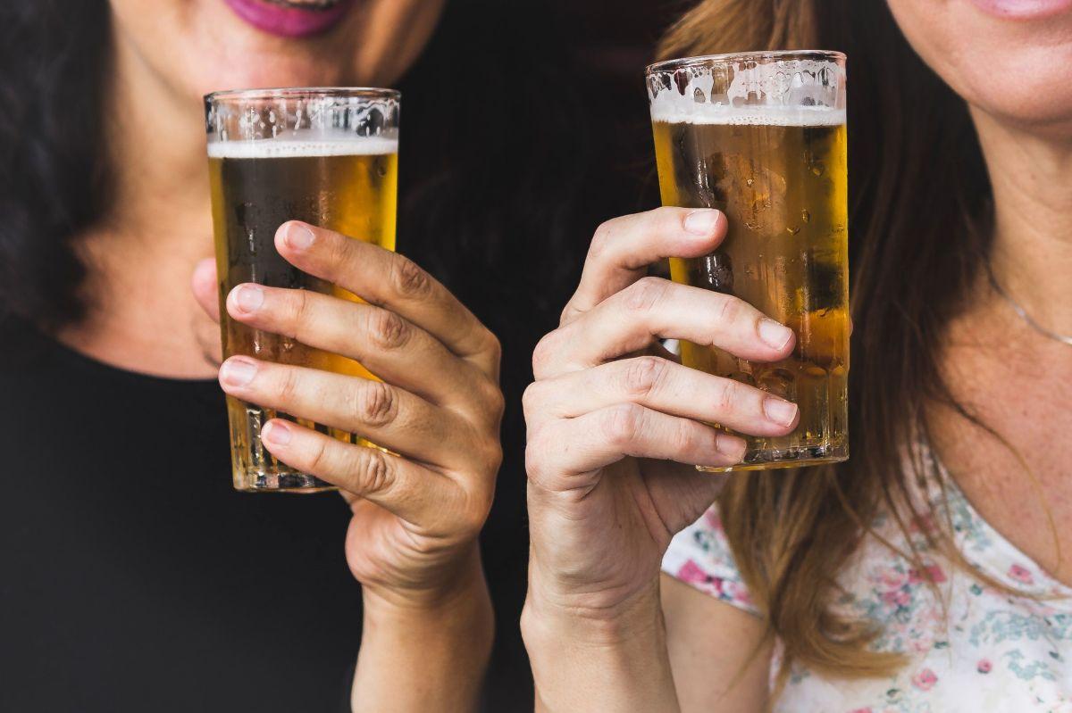 Spiked Seltzer vs cerveza ¿Cuál es más saludable?