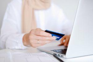 ¿IRS sigue enviando tarjetas de débito prepagadas con tercer cheque de estímulo?