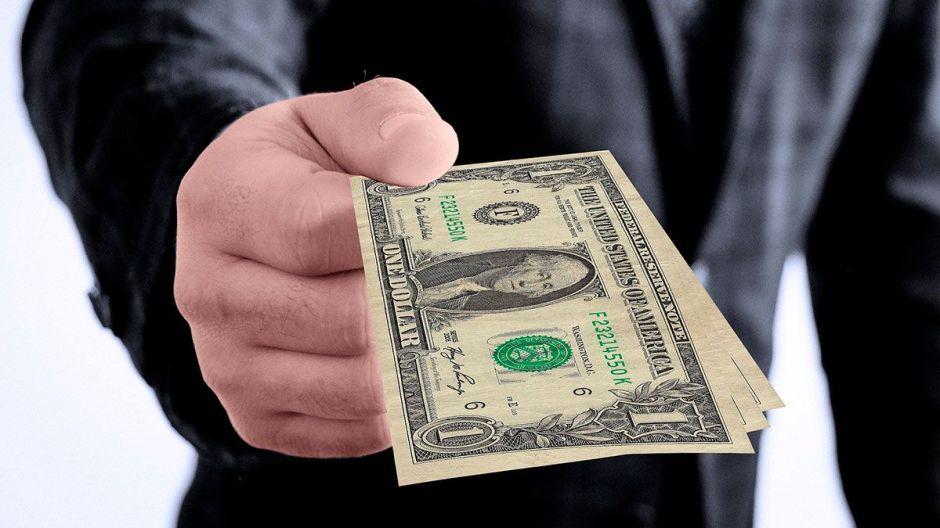 Los estados y ciudades de EEUU que están repartiendo sus propios cheques de estímulo a residentes