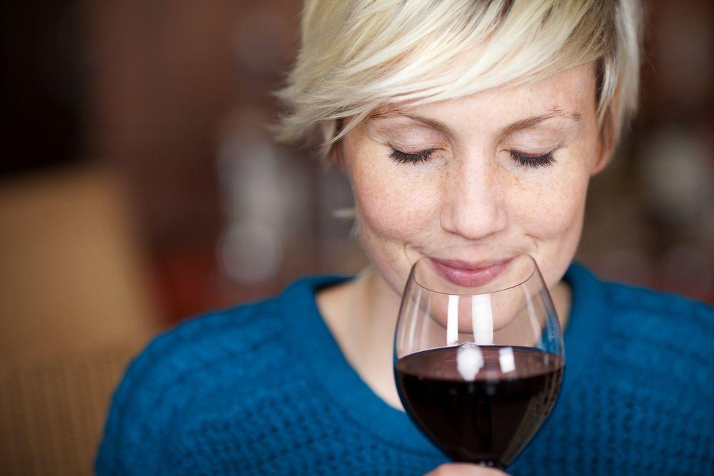 El vino tinto es una bebida fermentada que se destaca por su alto contenido en antioxidantes, que le confieren grandes propiedades antiinflamatorias.