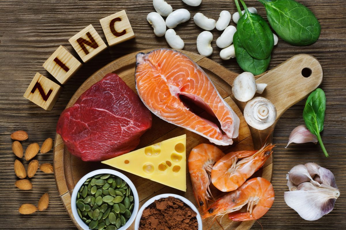 El zinc se relaciona con importantes funciones como el crecimiento, el equilibrio hormonal y el buen estado de la piel, cabello y uñas.