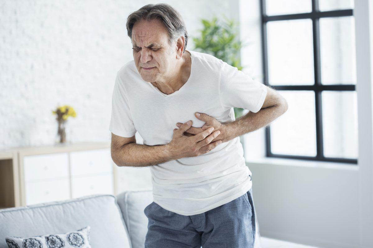 ¿Qué debemos hacer si sentimos palpitaciones irregulares en el corazón?