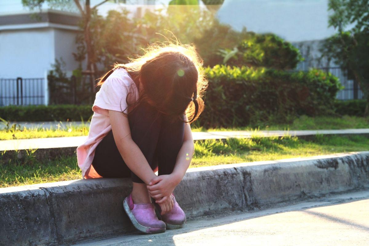 El polémico castigo impuesto a niño por burlarse de menor que vive en la pobreza