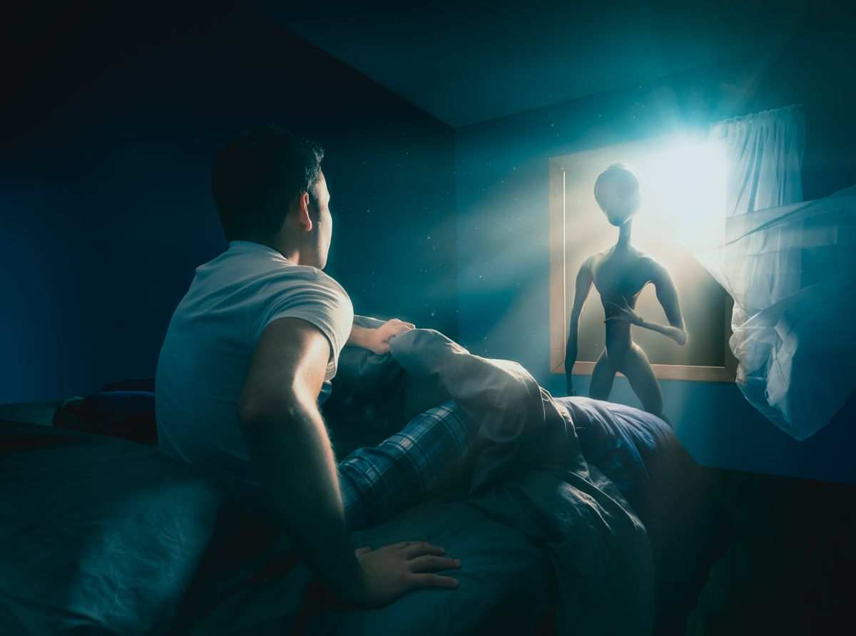 ¿Es real el video que circula en Twitter de un hombre platicando con un extraterrestre?
