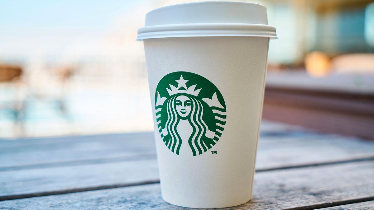 Starbucks cerrará 100 sucursales más en EE.UU.