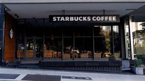 Acoso digital de cliente termina en donaciones para barista hispano de Starbucks en San Diego