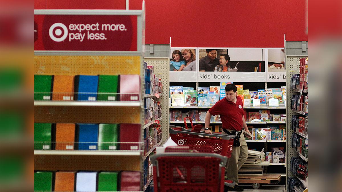 Target aumenta el salario mínimo de sus trabajadores a $15 dólares la hora