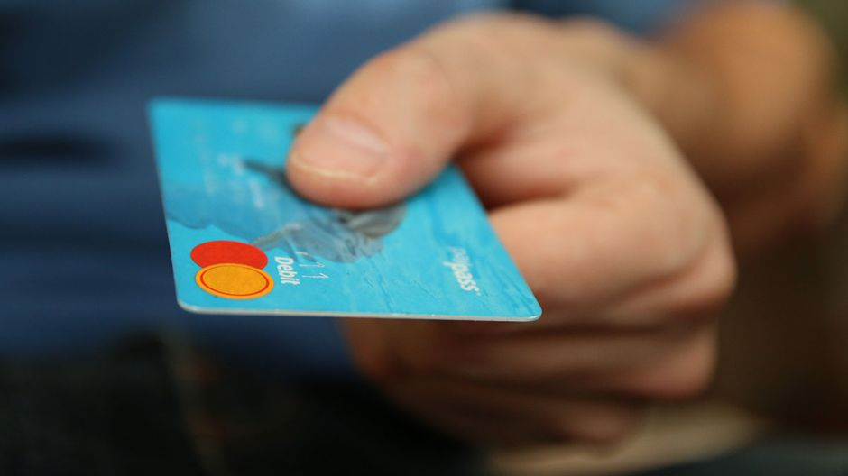 3 'reglas' sobre el uso de tarjetas de crédito que puedes romper durante la actual crisis