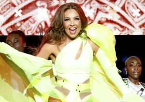 Thalía grabó nuevo challenge y cayó al agua con tacones, pero al público de Despierta América no le gustó