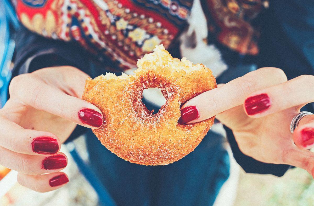 El cerebro y cuerpo necesitan de igual manera de la glucosa para funcionar, es su principal fuente de energía. Sin embargo no todos los tipos de azúcar son iguales.