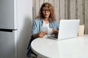 Cómo negociar tus facturas y ahorrar cientos de dólares haciendo 5 llamadas telefónicas