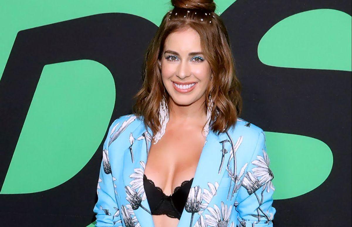 Carmen Aub, de Telemundo, se ve preciosa y estrena nueva imagen: adiós a los implantes de seno