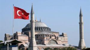 La fascinante historia de Santa Sofía, el monumento que 15 siglos después de su construcción vuelve a enfrentar a Grecia y Turquía