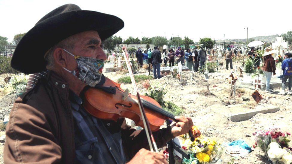 Cinco claves de la confusión por muertes de COVID-19 en México