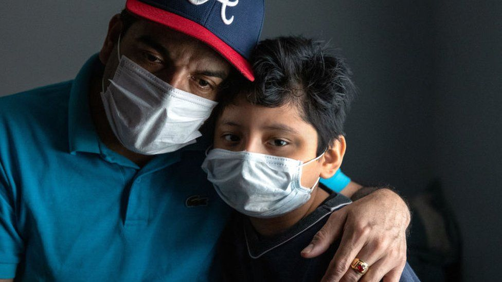 5 cifras que muestran el devastador impacto del coronavirus sobre los latinos en Estados Unidos