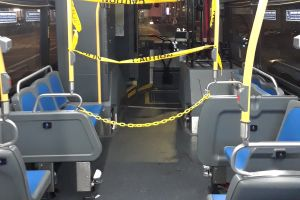 Sin excusas para no llevar mascarillas: las regalarán en buses públicos de Nueva York