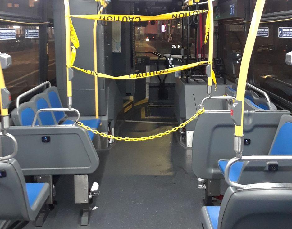 Buses de Nueva York seguirán gratis hasta que se aíslen las cabinas de los conductores para evitar contagios
