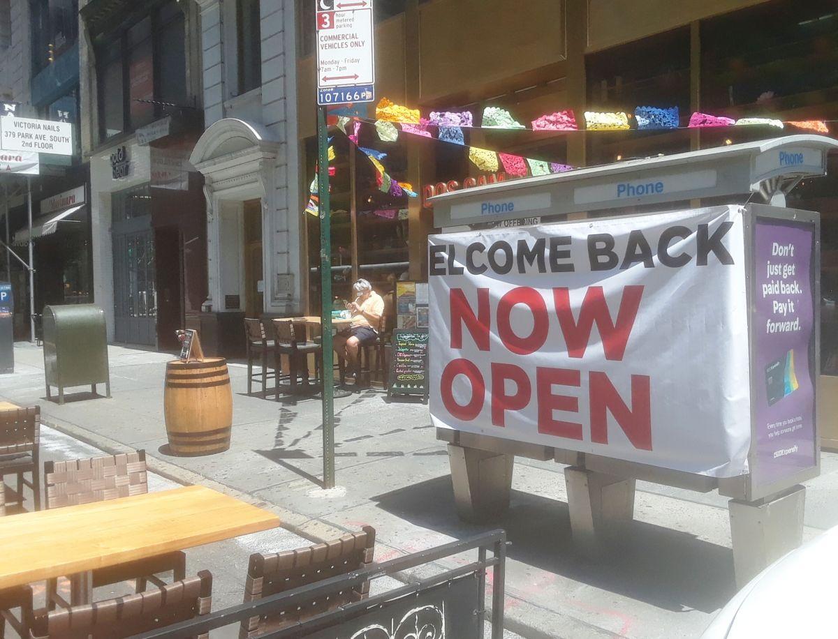 Video: Cinco heridos por choque en acera de restaurante latino expandido por distancia social en Queens