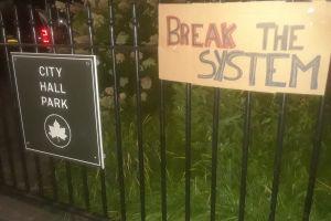 La policía retiró campamento de manifestantes que habían tomado plaza de la Alcaldía de Nueva York